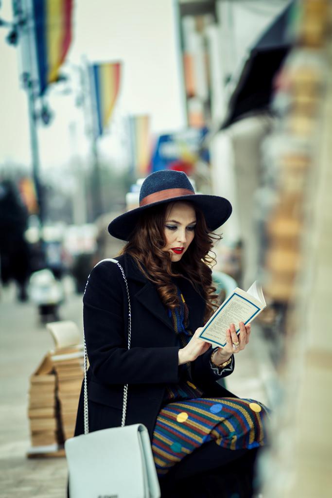 Paltonul negru clasic de dama
