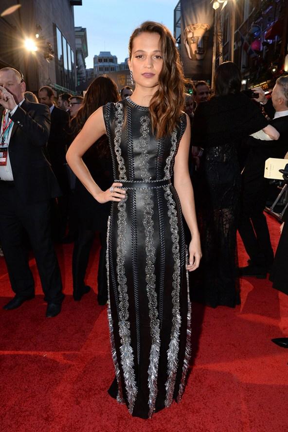 premiile BAFTA covorul rosu 2016 Alicia Vikander