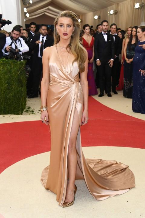 Met Gala 2016 covorul rosu Amber Heard