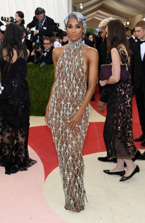 Met Gala 2016 covorul rosu Ciara in H&M