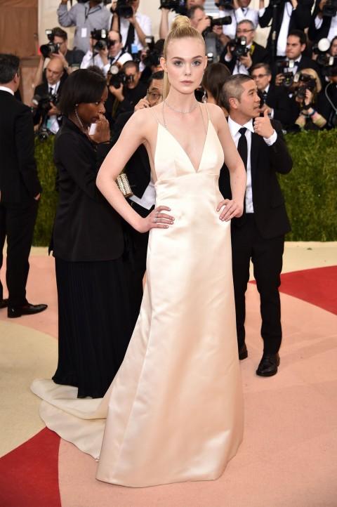 Met Gala 2016 covorul rosu Elle Fanning