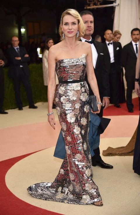 Met Gala 2016 covorul rosu Naomi Watts