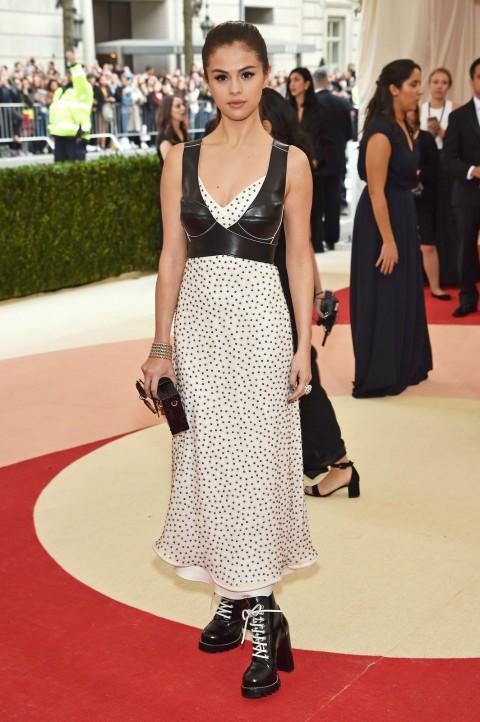 Met Gala 2016 covorul rosu Selena Gomez