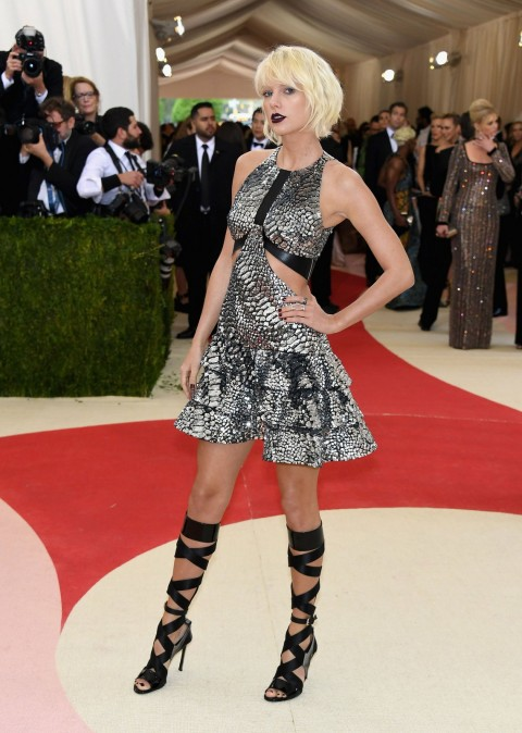 Met Gala 2016 covorul rosu Taylor Swift