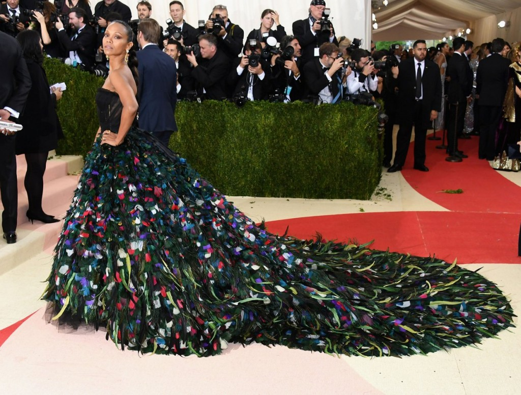 Met Gala 2016 covorul rosu Zoe Saldana