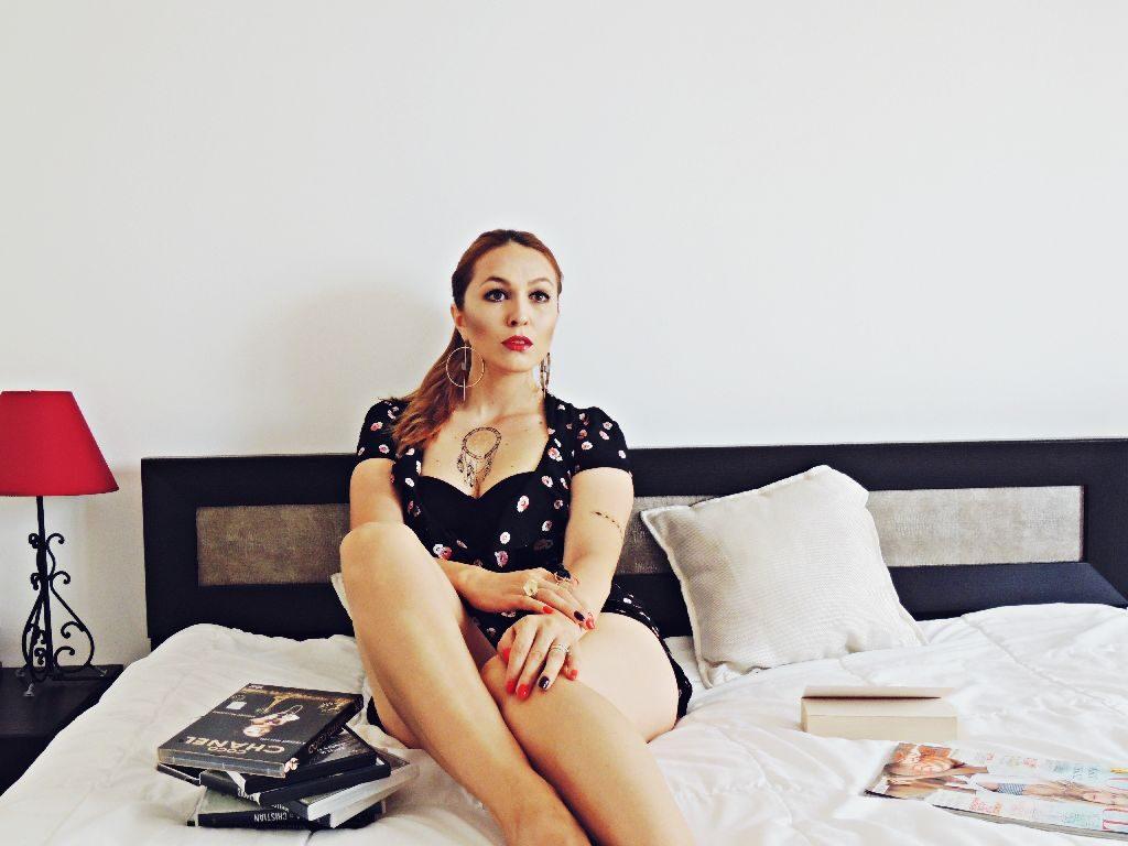 sutien negru balconette Uniconf Daniela Macsim